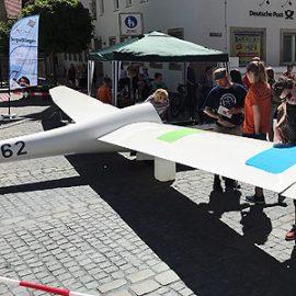 Segelflugzeug auf dem Hersbrucker Marktplatz